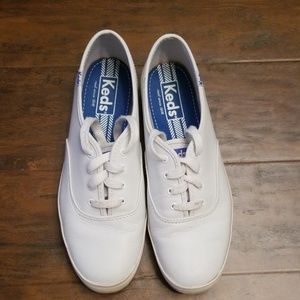 Keds sz 9 classic white leather sneakers